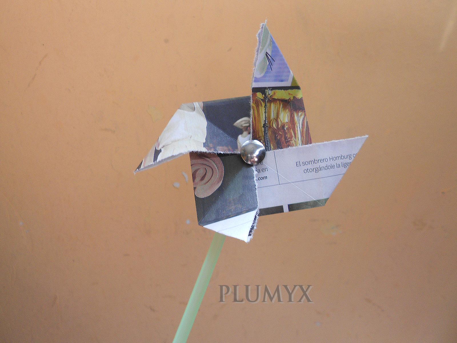 Molinillo o molino de papel plumyx for Piscina un molino de viento y una sombrilla
