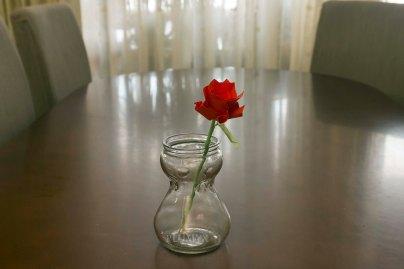 087_Ramo Rosas_roja separada jarron (2)