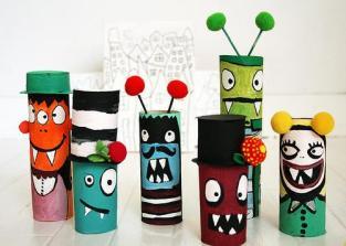 http://fiestasycumples.com/manualidades-con-nios-pequeos-monstruos-con-tubos-de-papel-higinico/