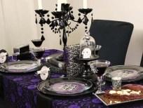 http://www.milideas.net/10-ideas-para-decorar-la-mesa-en-halloween