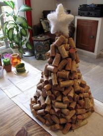 http://ecoinventos.com/arbol-de-navidad-con-materiales-reciclados/