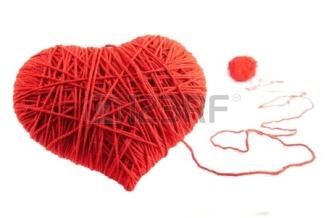 http://es.123rf.com/photo_10398716_dia-de-san-valentin-simbolo-de-forma-de-corazon-rojo-de-lana-aislada-sobre-fondo-blanco.html