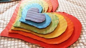 http://conideade.com/blog/reciclar-carton-para-hacer-corazones-con-relieve/1900