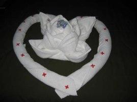 http://www.guiaparadecorar.com/como-doblar-las-toallas-de-bano-al-estilo-origami/