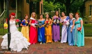 http://www.planetacurioso.com/2013/02/09/una-boda-inspirada-en-el-mundo-de-disney-fotos/