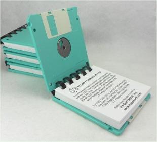http://www.vivircreativamente.com/12-ideas-para-reciclar-diskettes/