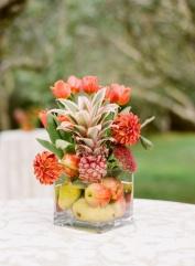 http://inspirahogar.com/temas/decoracion-de-bodas/9-centros-de-mesa-para-bodas-con-frutas/