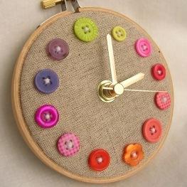 reloj de botones