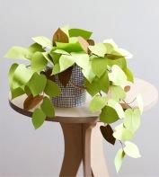 http://www.ohmanualidades.com/decoracion-planta-de-papel.php