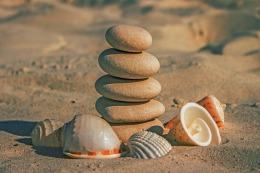 https://pixabay.com/es/piedras-arena-de-playa-1503601/