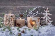 https://es.dreamstime.com/foto-de-archivo-velas-del-invierno-image46445053